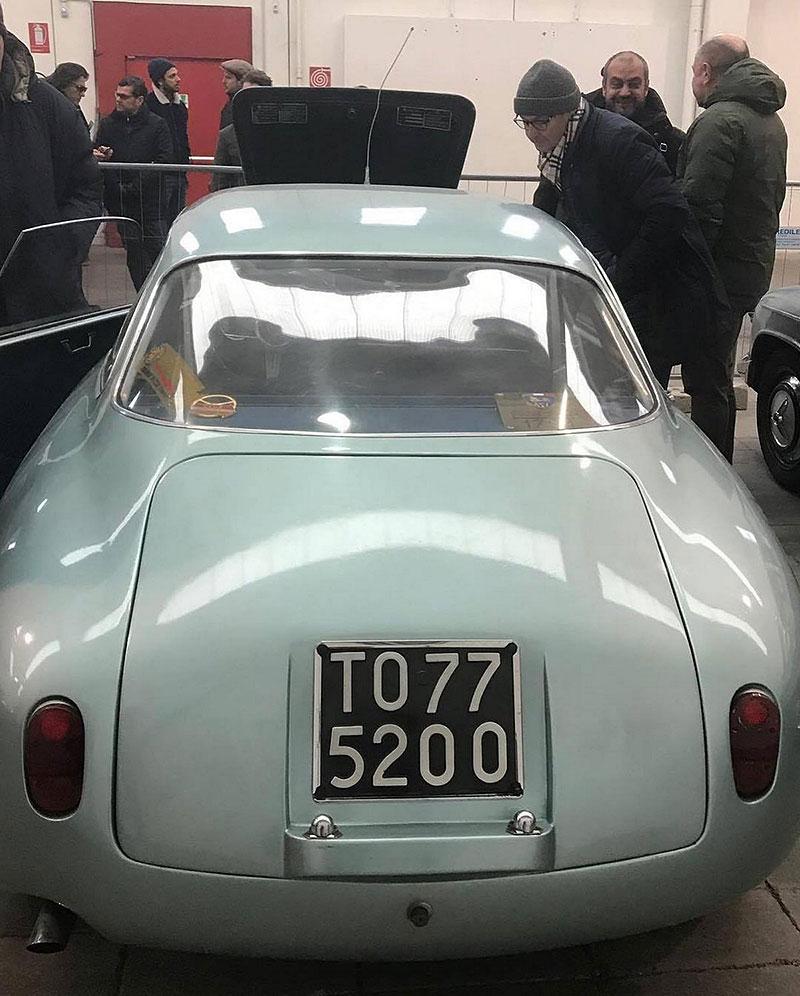 Opuštěná Alfa Romeo, která se našla po 35 letech, se prodala v dražbě. A vážně ne levně: - fotka 13