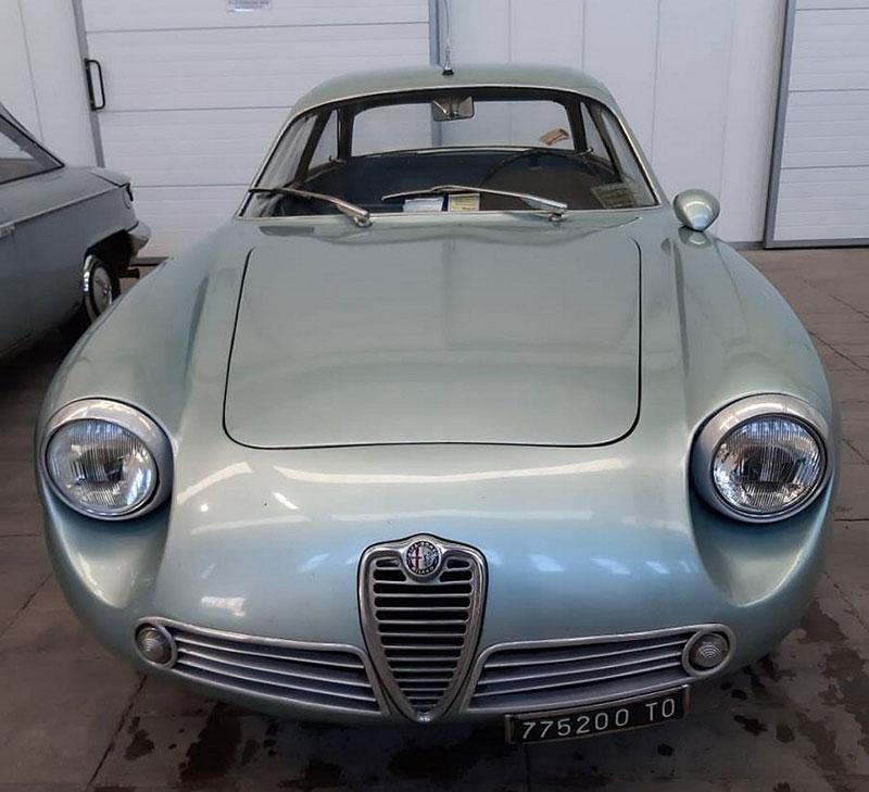 Opuštěná Alfa Romeo, která se našla po 35 letech, se prodala v dražbě. A vážně ne levně: - fotka 14