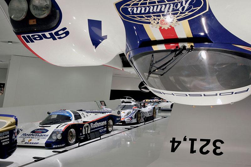 Pod lupou: Porsche 956 a 962 - Z Le Mans na silnice a zase zpátky: - fotka 33