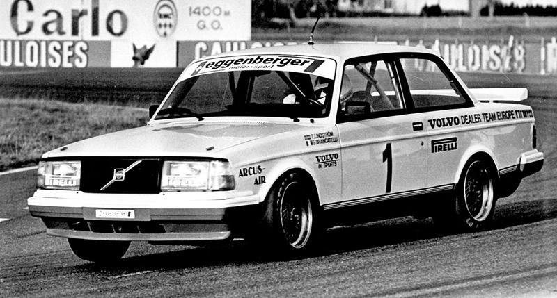 Pod lupou: Volvo 240 Turbo na závodní dráze: - fotka 9