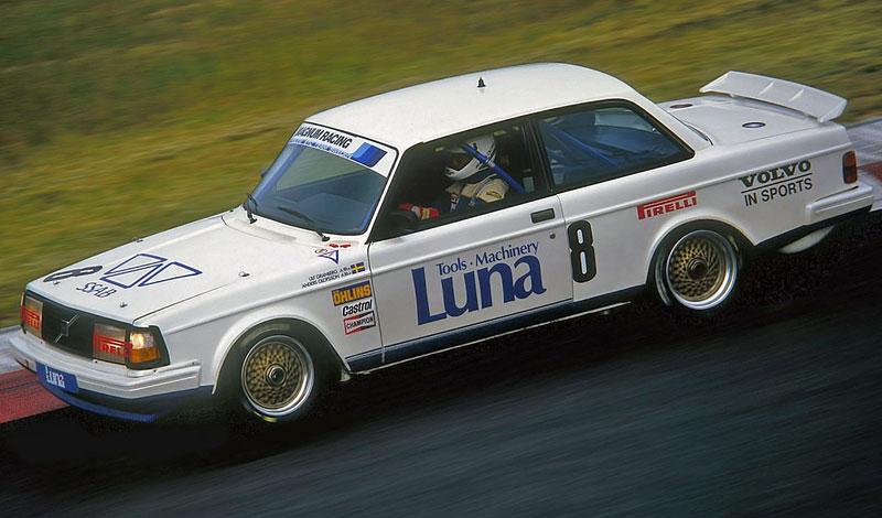 Pod lupou: Volvo 240 Turbo na závodní dráze: - fotka 10