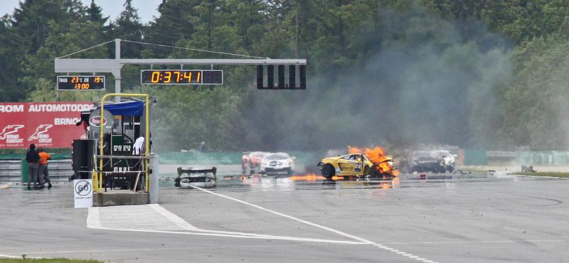 FIA GT: ošklivá havárie při závodě v Brně: - fotka 19