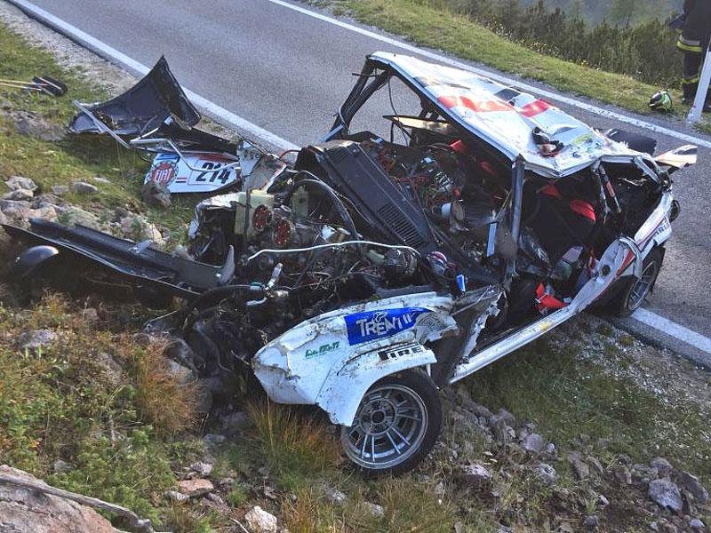 Děsivá bouračka ve starém závodním Fiatu ukazuje, jak důležitá je bezpečnostní klec: - fotka 18
