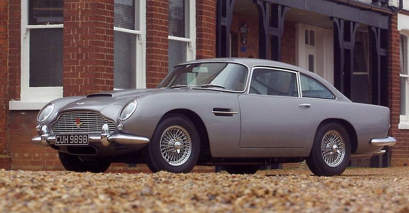 Aston Martin DB5 po Jamesi Bondovi míří do aukce: - fotka 11