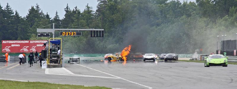 FIA GT: ošklivá havárie při závodě v Brně: - fotka 20