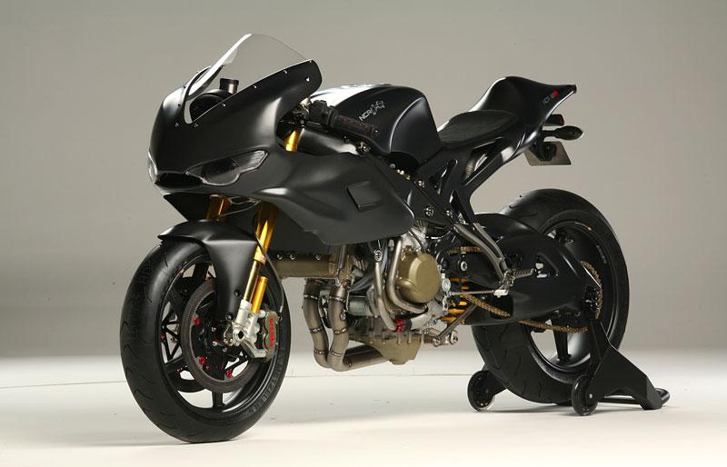 NCR M16: Ducati Desmosedici RR po zásahu dvorního ladiče: - fotka 4