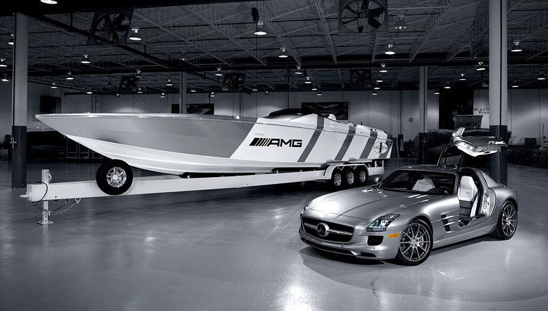 Mercedes-Benz SLS AMG inspirací pro motorový člun Cigarette Racing: - fotka 7