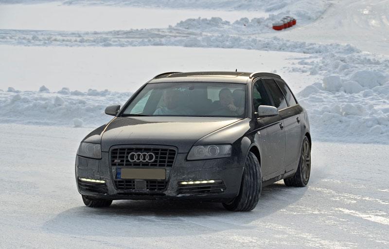 Exelero Cars Snow Driving Adventure 2012: - fotka 1