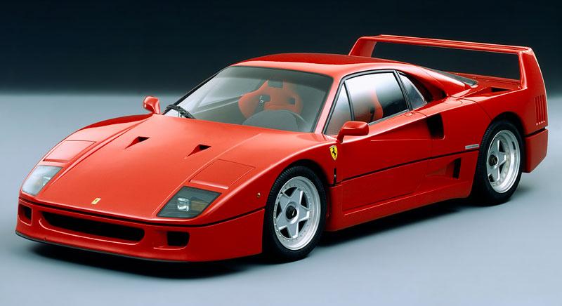 Muž si v garáži postavil celkem věrnou repliku Ferrari F40. Od základů, o stavebnici nejde: - fotka 12