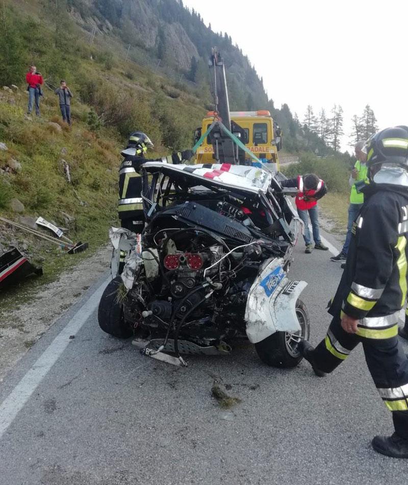 Děsivá bouračka ve starém závodním Fiatu ukazuje, jak důležitá je bezpečnostní klec: - fotka 19