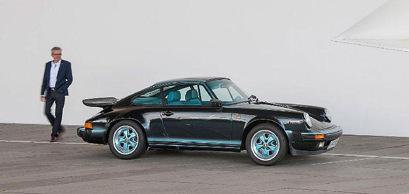 Prohlédněte si unikátní 911, která stála u zrodu oddělení Porsche Exclusive. Je tu hodně tyrkysové: - fotka 3