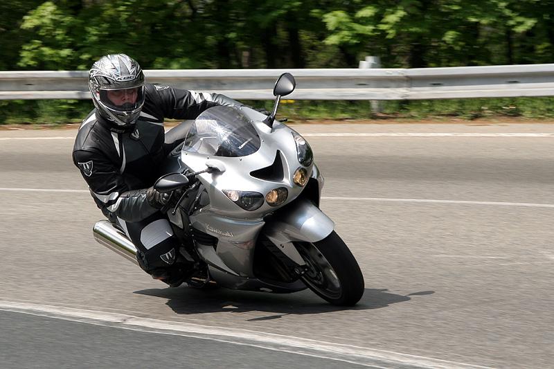 Test - Kawasaki ZZR1400: božský hypertourer: - fotka 7