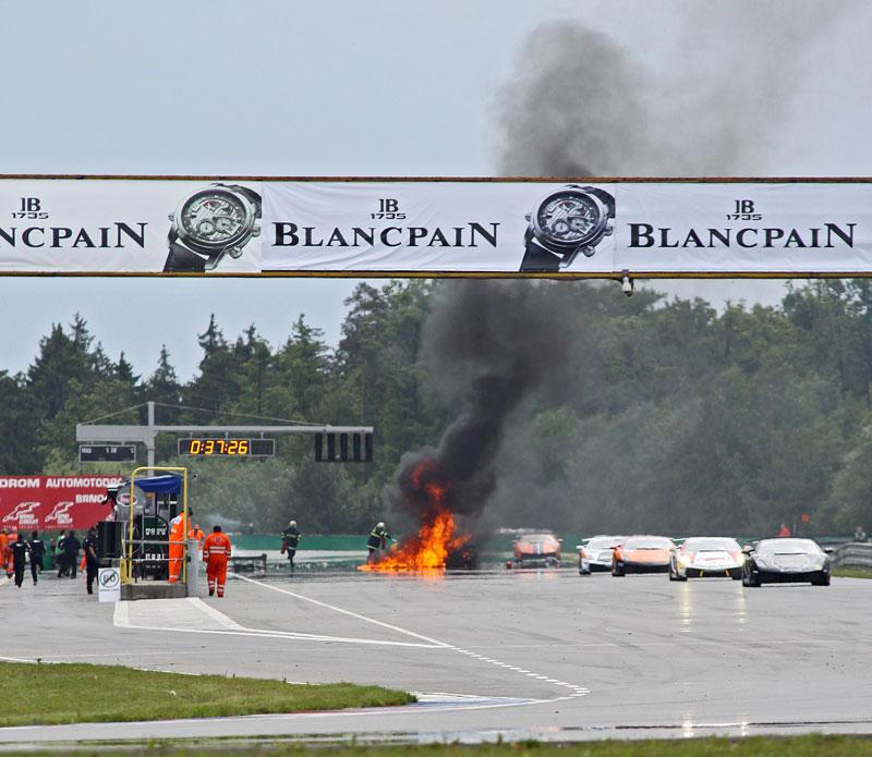 FIA GT: ošklivá havárie při závodě v Brně: - fotka 21