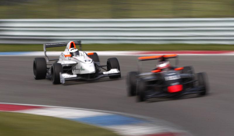 Essen Motor Show 2010: velká fotogalerie závodních aut: - fotka 21
