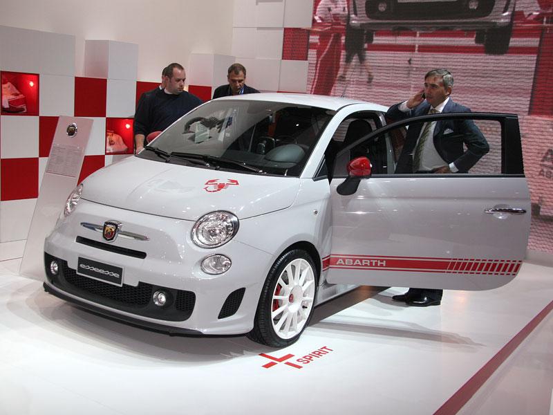 Paříž 2008 - Fiat 500 Abarth Esseesse - kompletní info: - fotka 7