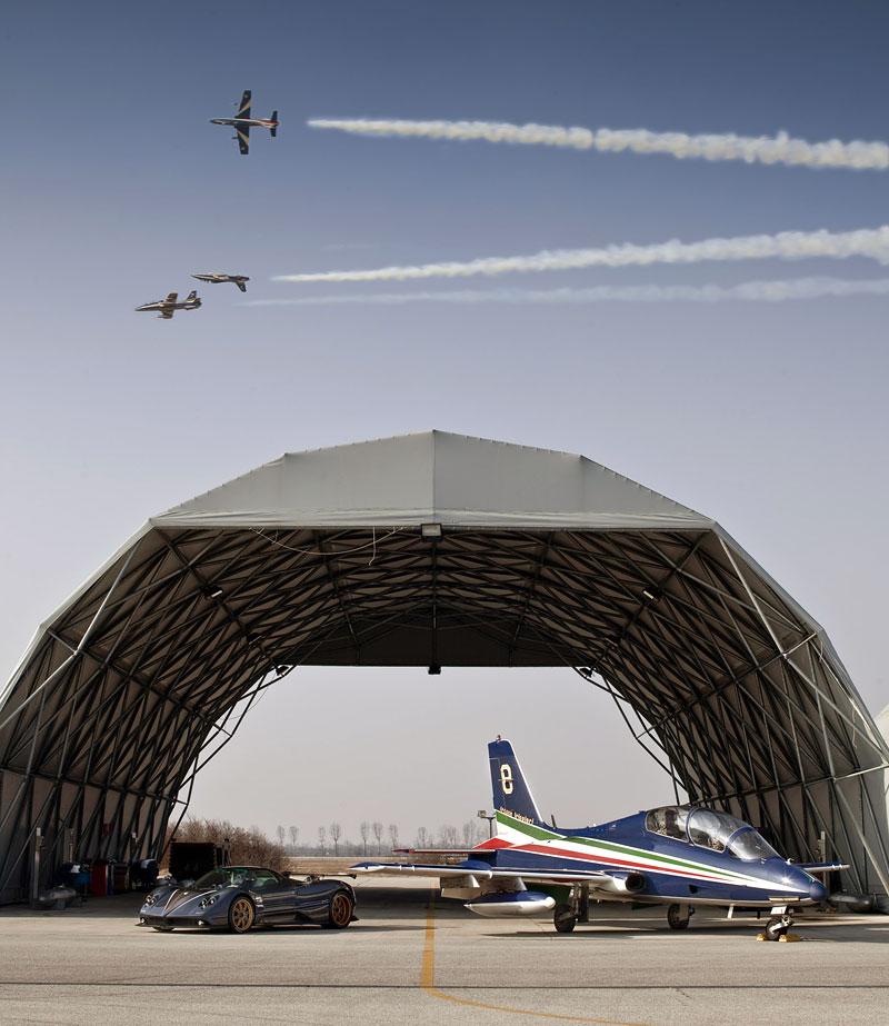 Pagani Zonda Tricolore: pocta letecké akrobatické skupině: - fotka 6