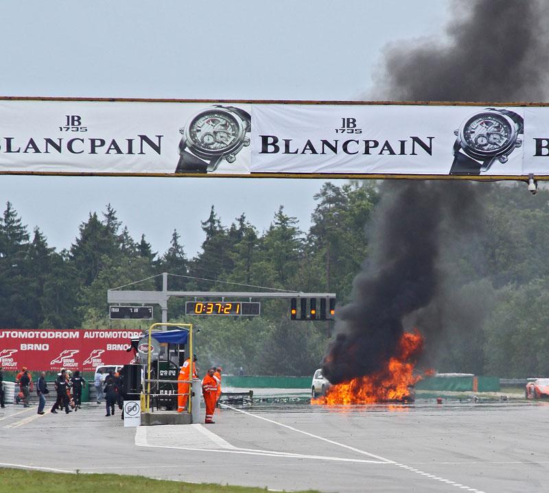 FIA GT: ošklivá havárie při závodě v Brně: - fotka 22