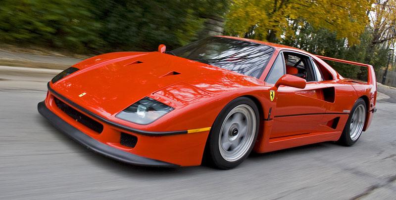 Muž si v garáži postavil celkem věrnou repliku Ferrari F40. Od základů, o stavebnici nejde: - fotka 14