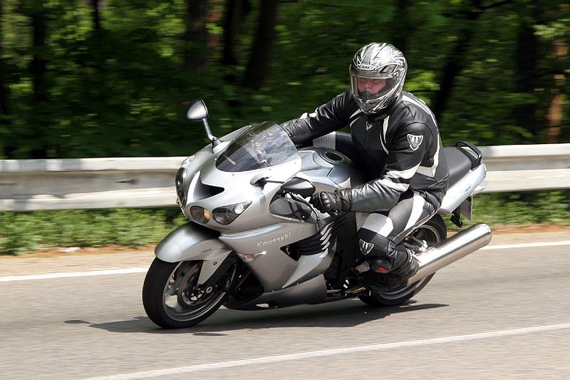 Test - Kawasaki ZZR1400: božský hypertourer: - fotka 9