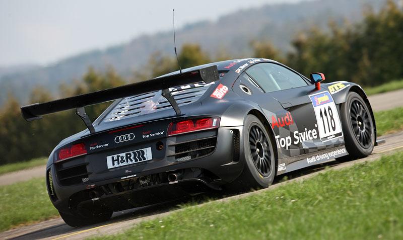 Audi R8 LMS: sedm vozů na 24 hodin Nürburgringu: - fotka 23
