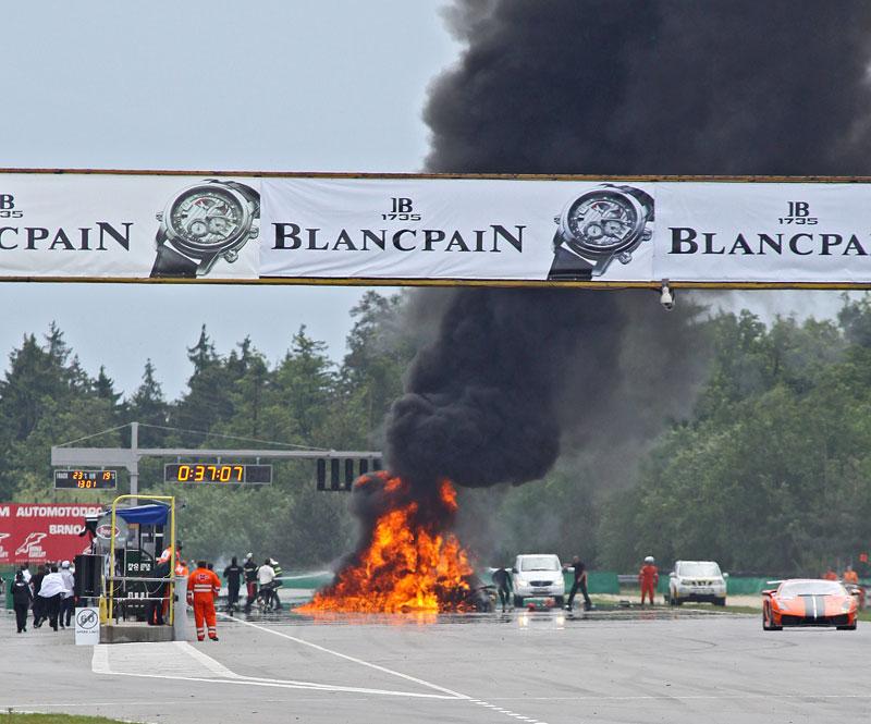 FIA GT: ošklivá havárie při závodě v Brně: - fotka 23