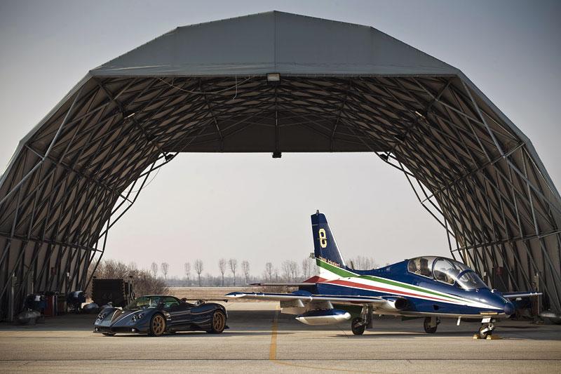 Pagani Zonda Tricolore: pocta letecké akrobatické skupině: - fotka 8