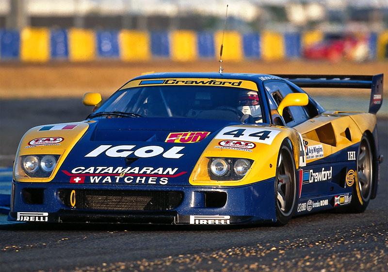 Muž si v garáži postavil celkem věrnou repliku Ferrari F40. Od základů, o stavebnici nejde: - fotka 16