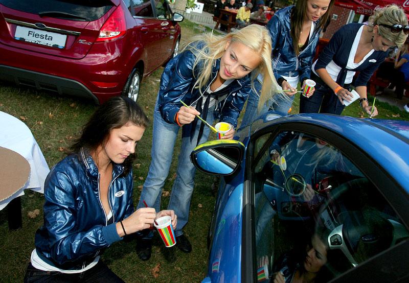 Missky za volantem Fordu Fiesta: - fotka 4