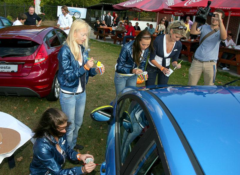 Missky za volantem Fordu Fiesta: - fotka 6