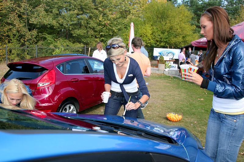 Missky za volantem Fordu Fiesta: - fotka 11