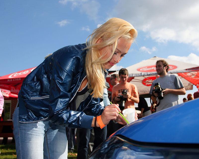 Missky za volantem Fordu Fiesta: - fotka 14