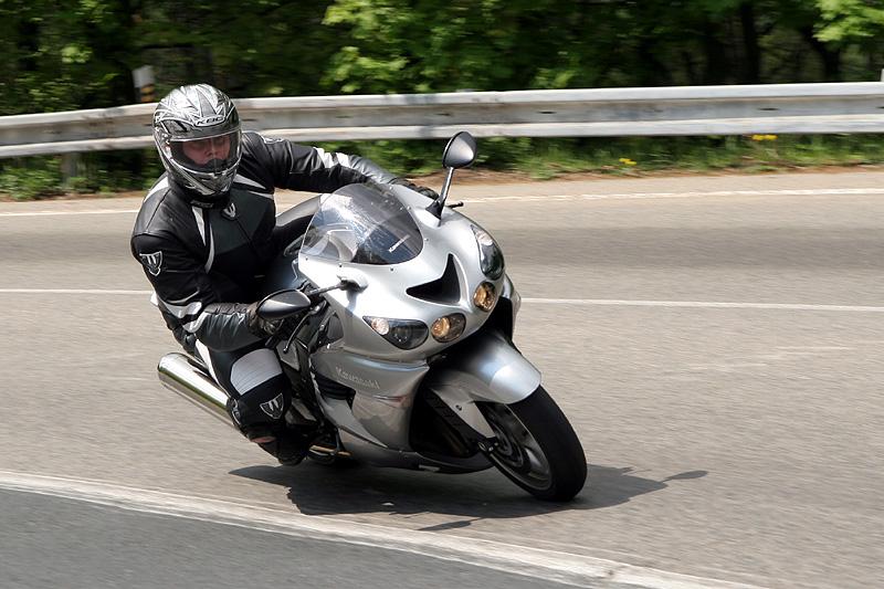 Test - Kawasaki ZZR1400: božský hypertourer: - fotka 11