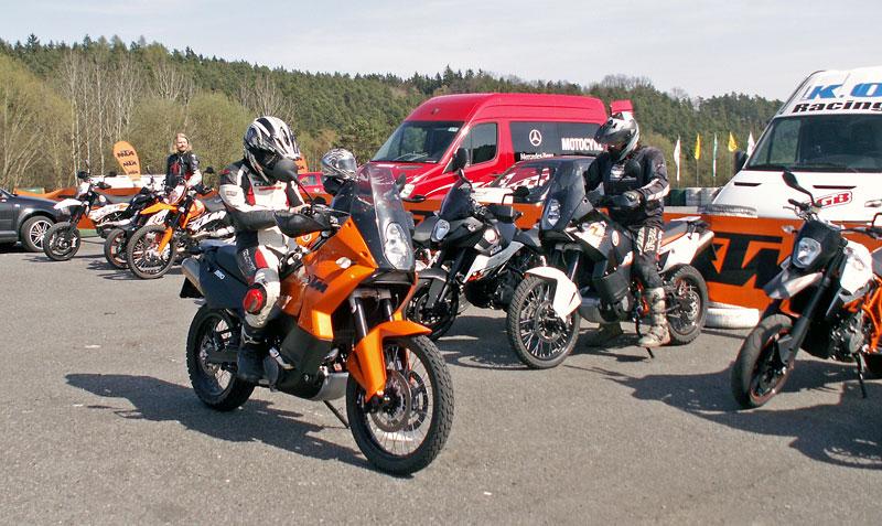 KTM Festival 2010 - oranžový den pod Bezdězem: - fotka 25