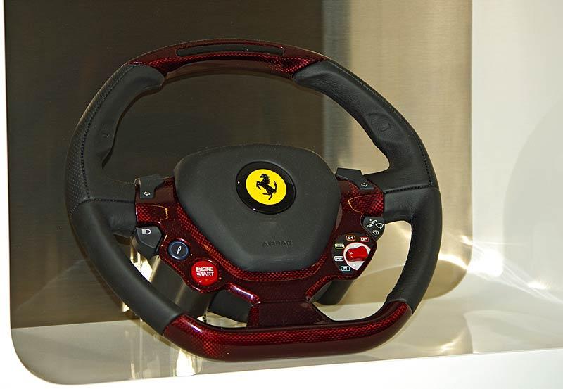 Felipe Massa otevřel v Praze showroom Ferrari: - fotka 26