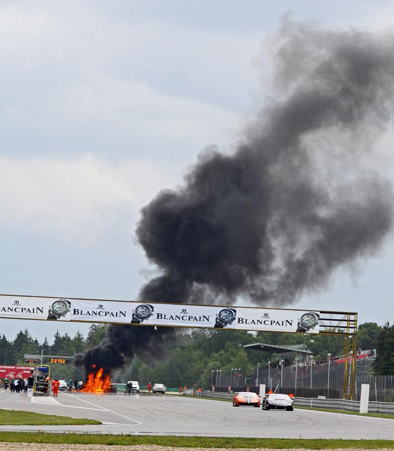 FIA GT: ošklivá havárie při závodě v Brně: - fotka 25