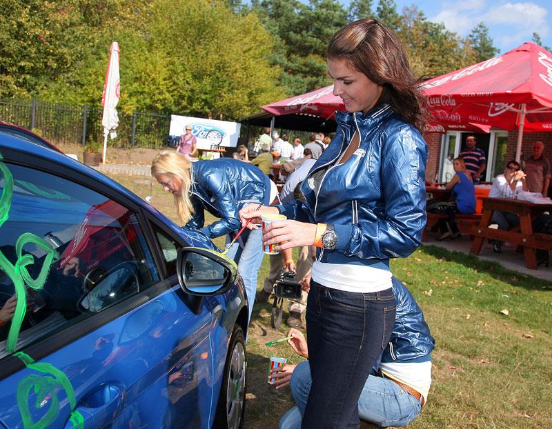 Missky za volantem Fordu Fiesta: - fotka 31