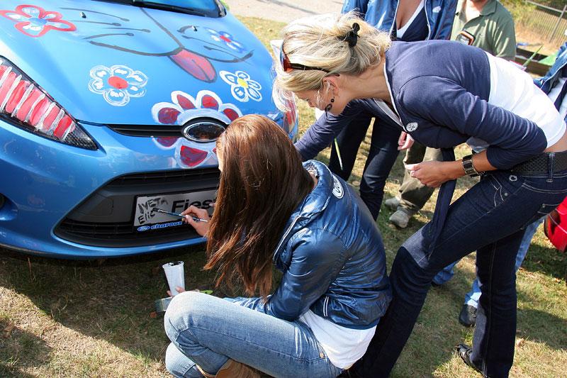 Missky za volantem Fordu Fiesta: - fotka 35