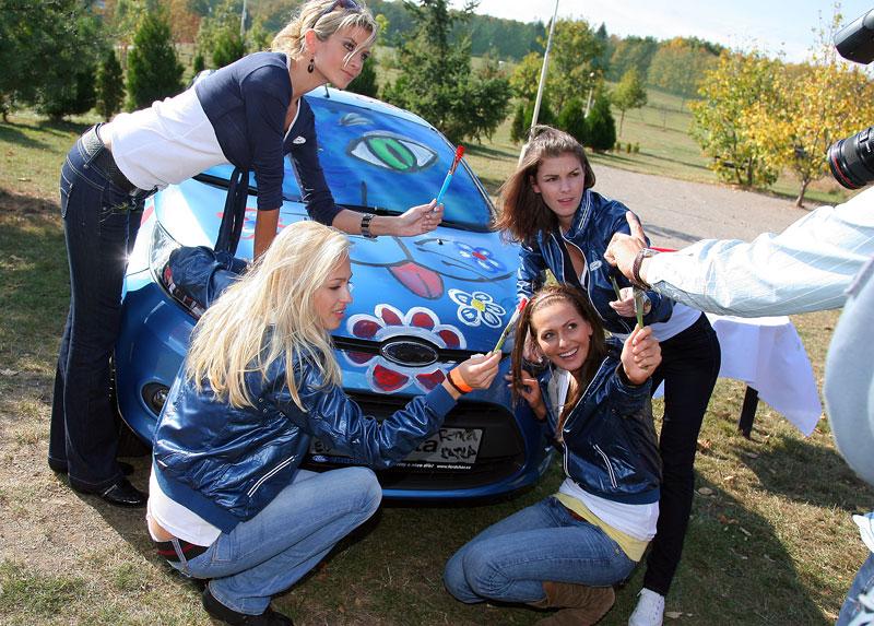 Missky za volantem Fordu Fiesta: - fotka 37