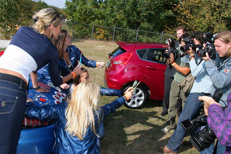 Missky za volantem Fordu Fiesta: - fotka 38