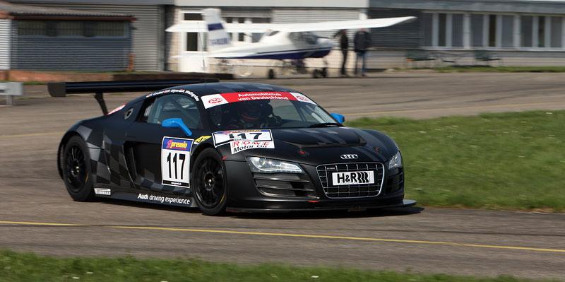Audi R8 LMS: sedm vozů na 24 hodin Nürburgringu: - fotka 26