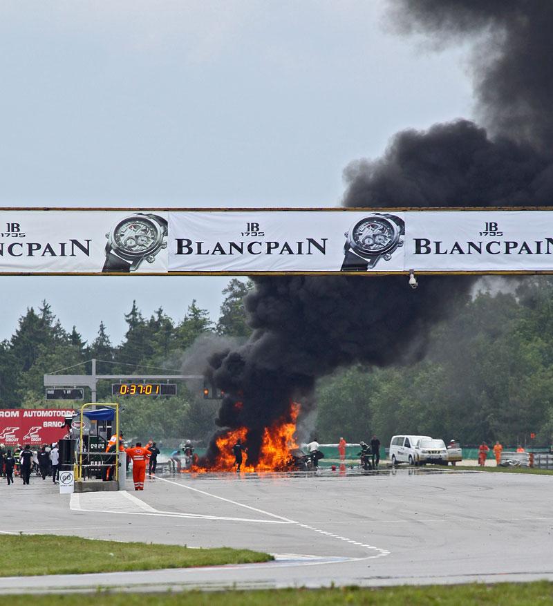FIA GT: ošklivá havárie při závodě v Brně: - fotka 26