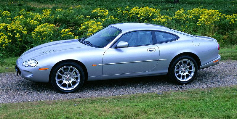 Pod lupou: Jaguar R aneb 25 let rychlých koček: - fotka 40