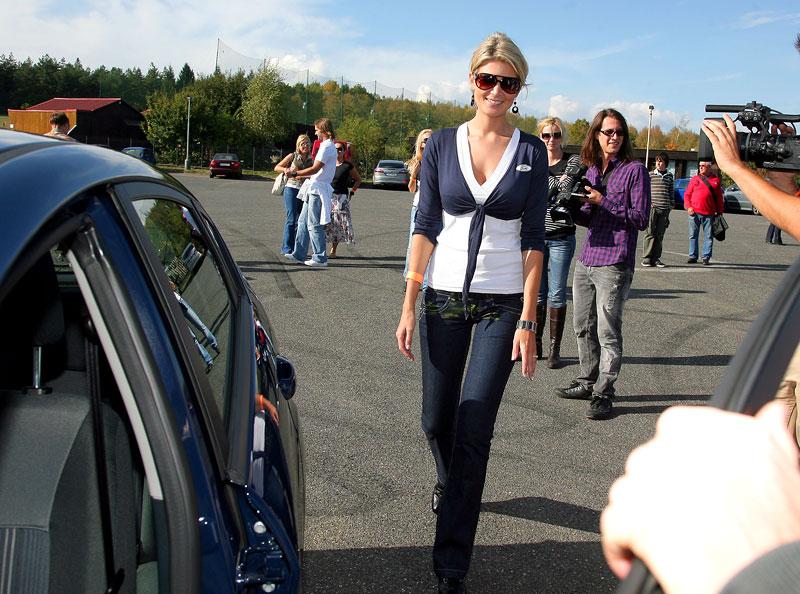 Missky za volantem Fordu Fiesta: - fotka 48