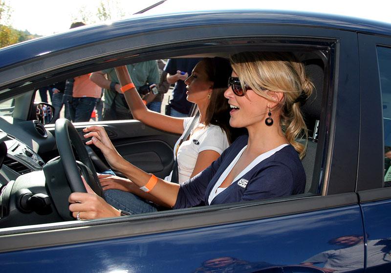 Missky za volantem Fordu Fiesta: - fotka 51