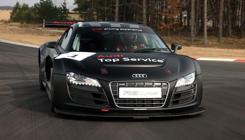 Audi R8 LMS: sedm vozů na 24 hodin Nürburgringu: - fotka 27