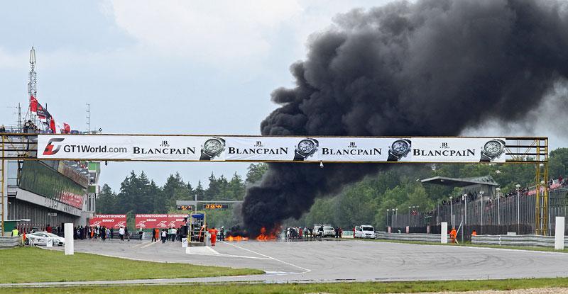FIA GT: ošklivá havárie při závodě v Brně: - fotka 27