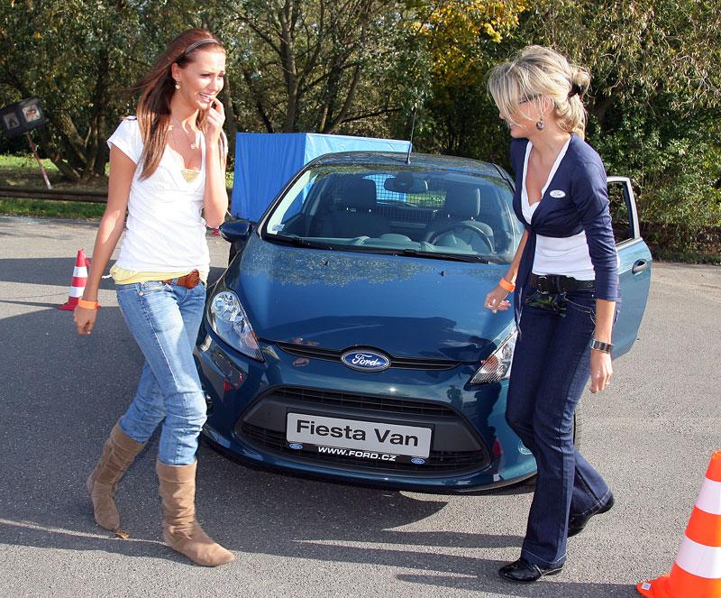 Missky za volantem Fordu Fiesta: - fotka 63