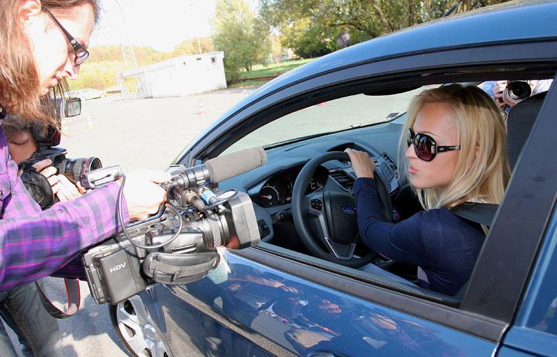 Missky za volantem Fordu Fiesta: - fotka 65