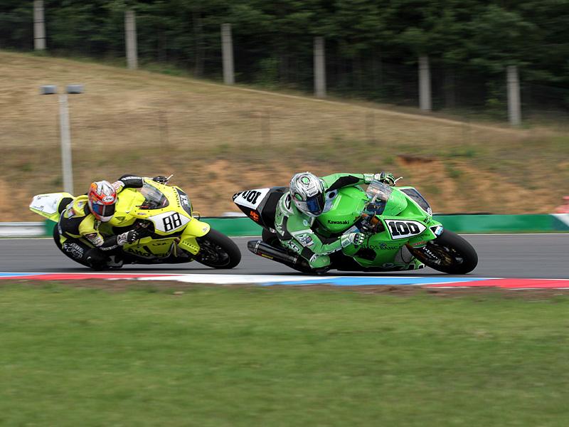 Víkend se Superbiky na brněnském okruhu (velká fotogalerie): - fotka 36