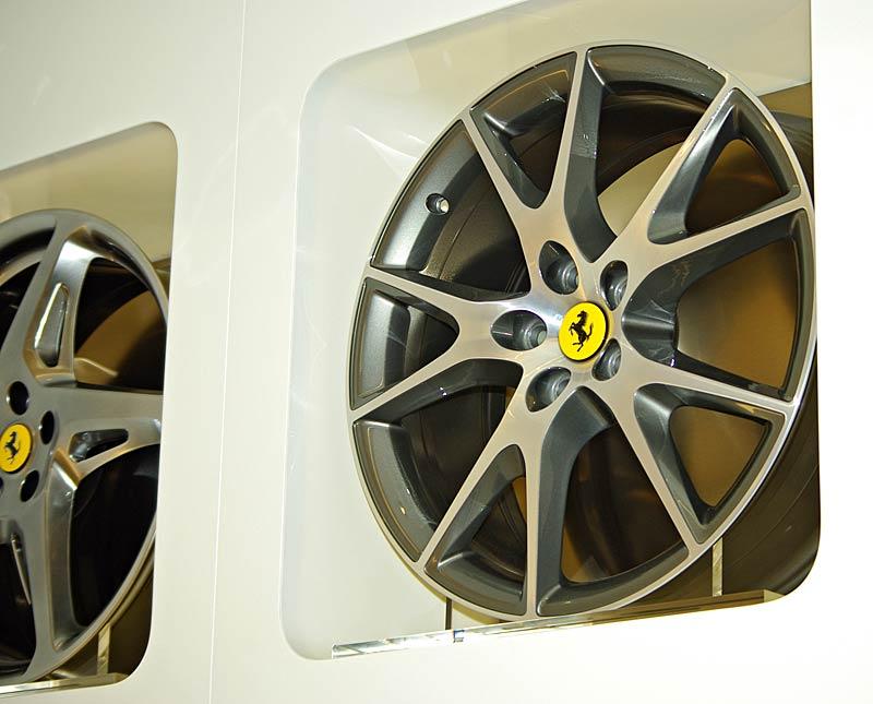 Felipe Massa otevřel v Praze showroom Ferrari: - fotka 29